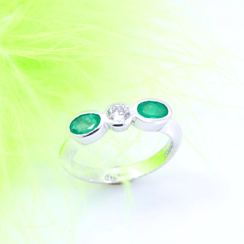 Anillo de esmeraldas y diamante - Ismael Joyeros